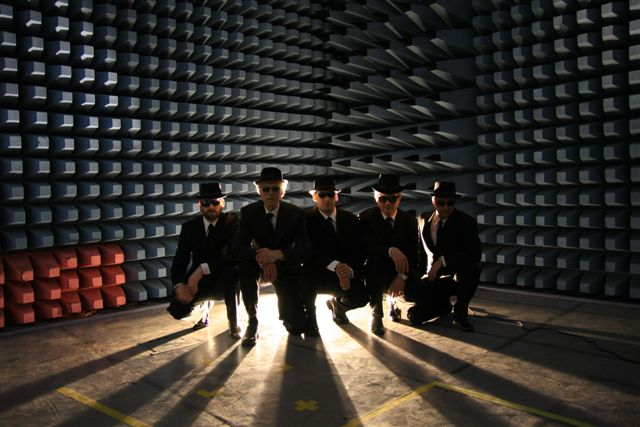 BILDETEKST: Blues Brothers i skjermrommet  FOTO: Steinar Kristensen